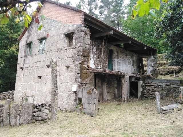 imagen 1 de Venta de terreno con casa en Salceda de Caselas (Pontevedra)