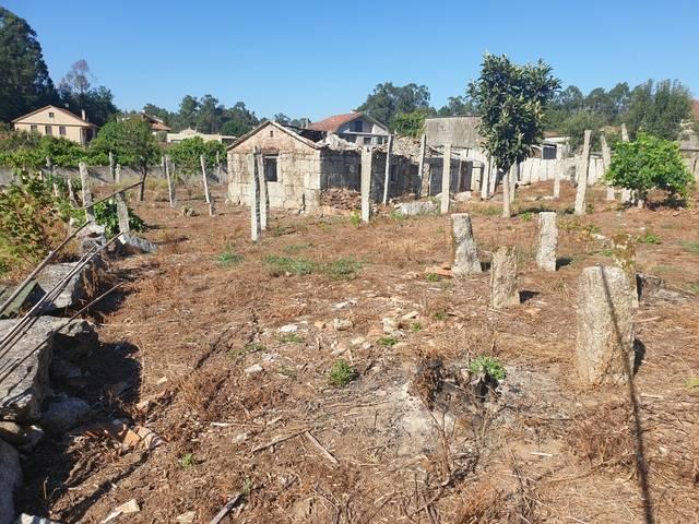 imagen 1 de Venta de terreno con casa en Salceda (Pontevedra)