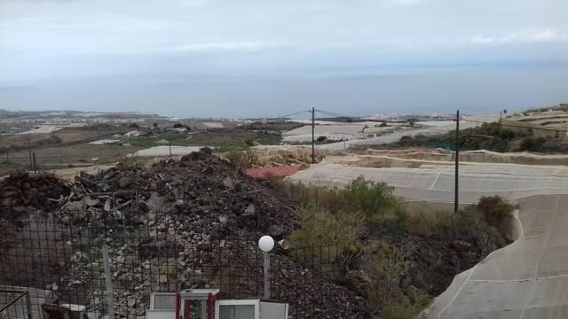 imagen 1 de Venta de terreno con estanque e invernaderos en Guia de Isora (Tenerife)