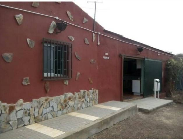imagen 1 de Venta de casa rural con terreno en La Guancha (Tenerife)