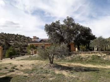 imagen 1 de Venta de finca con casa rural y borda en Las Parras de Castellote (Teruel)