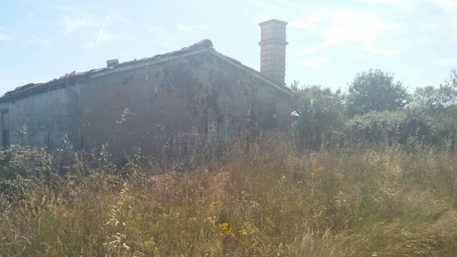 imagen 1 de Venta de terreno con casa a rehabilitar en Villaflor