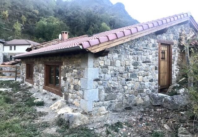 imagen 1 de Venta de casa rural en Vega de Liébana (Cantabria)