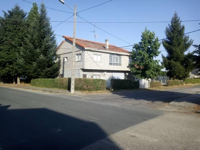 imagen 1 de Venta de casa rural con dos almacenes y terreno en Xinzo de Limia