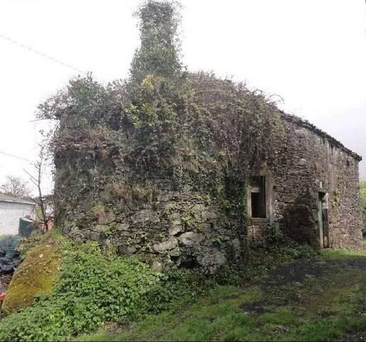imagen 1 de Venta de casa rural para restaurar en Sobrado dos Monxes (A Coruña)