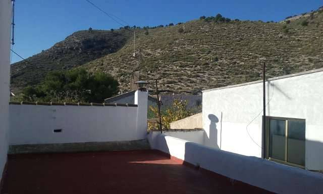 imagen 4 de Venta de casa rural con terreno y nave en Hellín (ALbacete)