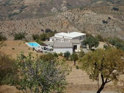 imagen 1 de Venta de bodega ecológica con vivienda en Lobras (Granada)