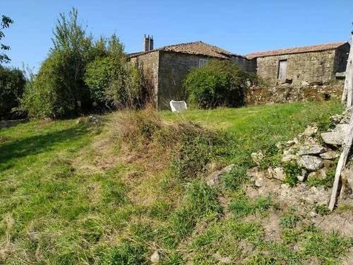 imagen 1 de Venta de terreno con 2 casas de piedra a reformar en Vilamarin