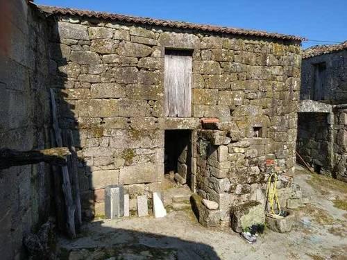 imagen 2 de Venta de terreno con 2 casas de piedra a reformar en Vilamarin