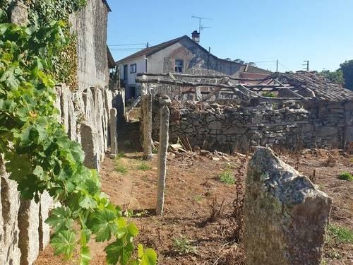 imagen 2 de Venta de terreno con casa en Salceda (Pontevedra)
