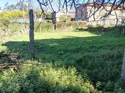 imagen 2 de Venta de terreno con casa y hórreo en Valga