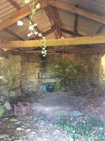 imagen 2 de Venta de terreno con antigua casa y cuadra en Redondela