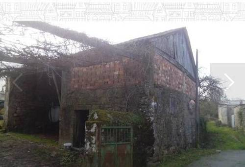 imagen 3 de Se vende terreno con casa en ruinas en Silleda