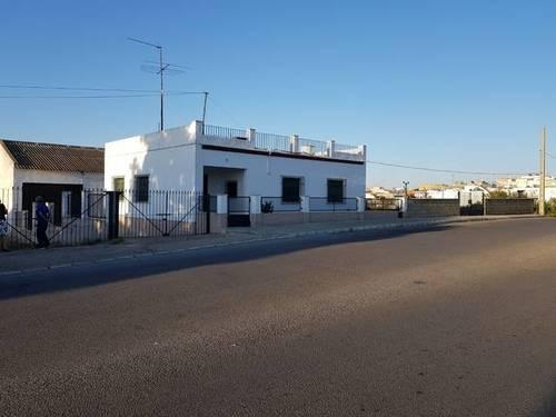 imagen 4 de Venta de terreno con casa y nave en Carmona