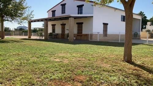imagen 1 de Venta de terreno con chalet e instalaciones hípicas en Utrera (Sevilla)