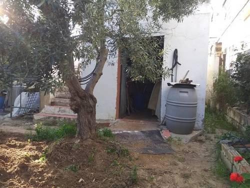 imagen 1 de Venta de parcela con casa en Los Palacios y Villafranca