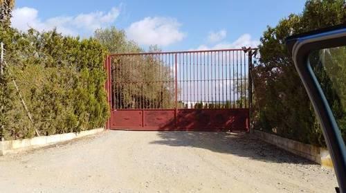 imagen 3 de Terreno con casa y boxes para caballos en Pilas (Sevilla)