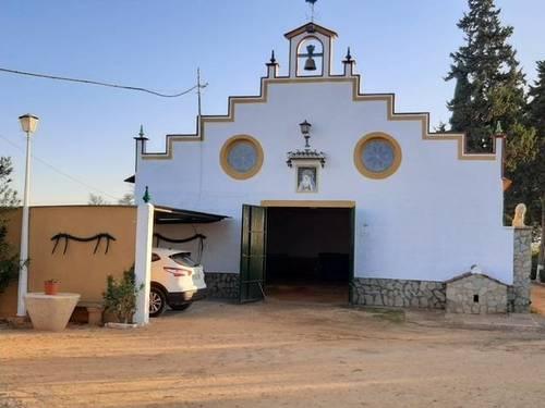 imagen 2 de Venta de bonita finca con chalet y plaza de toros en Utrera