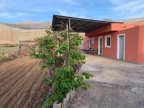 imagen 1 de Venta de terreno con vivienda en Guia de Isora (Tenerife)