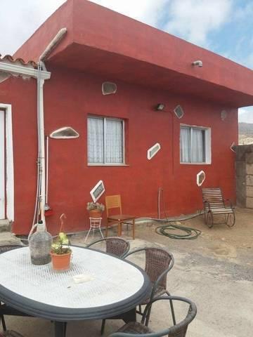 imagen 1 de Venta de terreno con vivienda, cuevas y viñedo en Fasnia (Tenerife)