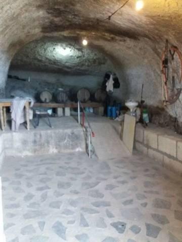 imagen 5 de Venta de terreno con vivienda, cuevas y viñedo en Fasnia (Tenerife)