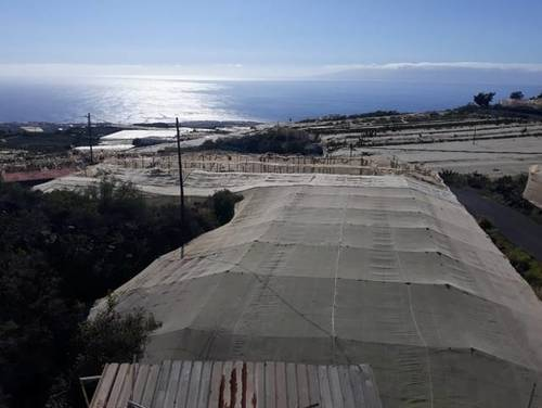 imagen 4 de Venta de terreno con estanque e invernaderos en Guia de Isora (Tenerife)