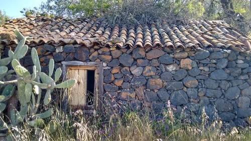imagen 1 de Venta de terreno con vivienda y cueva en Tenerife