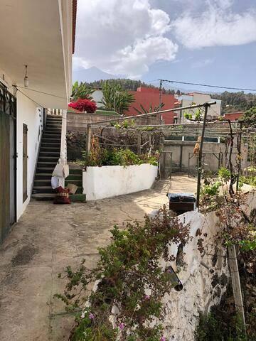 imagen 2 de Venta de casa con terreno en Icod de los Vinos (Tenerife)