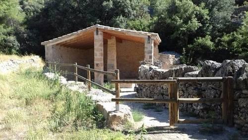 imagen 1 de Venta de finca con olivos, almendros y bonitas vistas en Monroyo