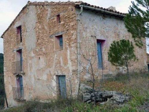 imagen 1 de Venta de finca rústica con masía en Cortes de Aragón (Teruel)