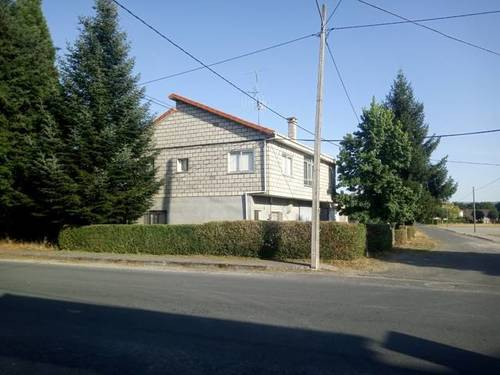 imagen 2 de Venta de casa rural con dos almacenes y terreno en Xinzo de Limia