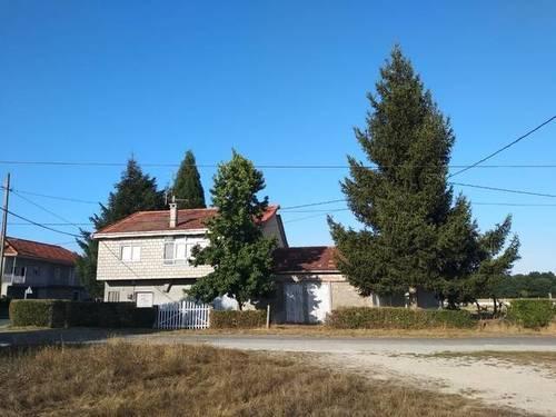 imagen 4 de Venta de casa rural con dos almacenes y terreno en Xinzo de Limia