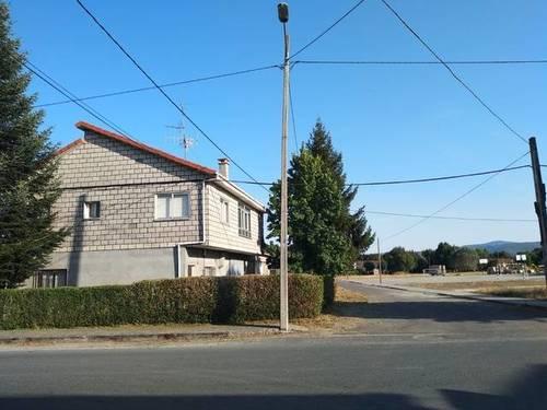 imagen 6 de Venta de casa rural con dos almacenes y terreno en Xinzo de Limia