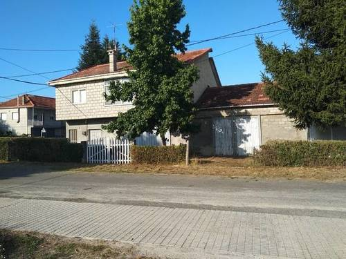 imagen 7 de Venta de casa rural con dos almacenes y terreno en Xinzo de Limia