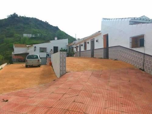 imagen 3 de Venta de casa con terreno en Almogia (Málaga)