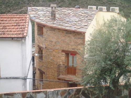 imagen 1 de Venta de casa rural rodeada de montañas en Ladrillar (Cáceres)