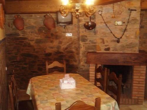 imagen 2 de Venta de casa rural rodeada de montañas en Ladrillar (Cáceres)