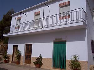 imagen 1 de Venta de cortijo con bodega en Castaras (Granada)