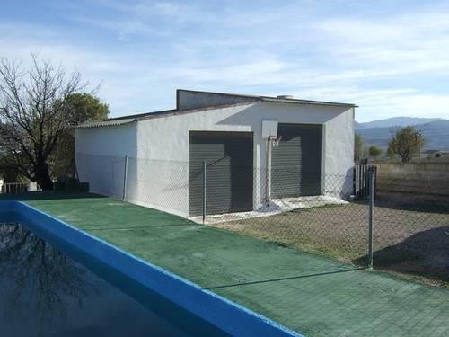 imagen 3 de Venta de casa de campo con terreno y piscina en Elda