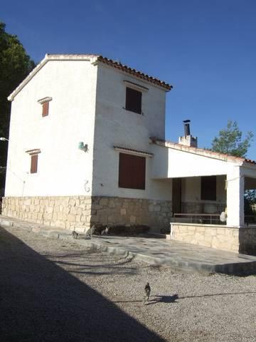 imagen 4 de Venta de casa de campo con terreno y piscina en Elda