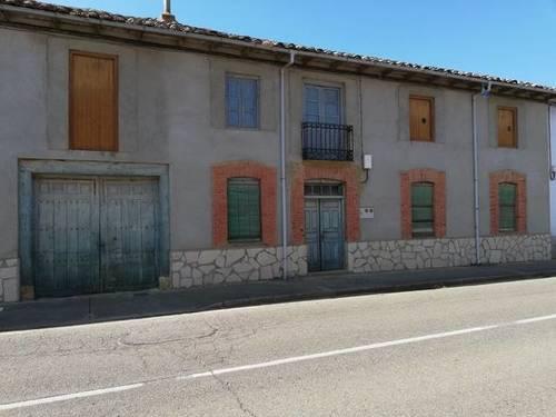 imagen 1 de Venta de casa rural con Huerta y jardín en Antoñán del Valle (León)