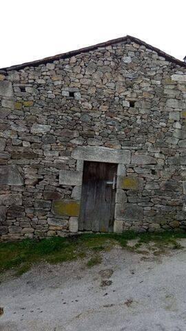 imagen 2 de Venta de fincas y dos casas rurales en Viana (Ourense)